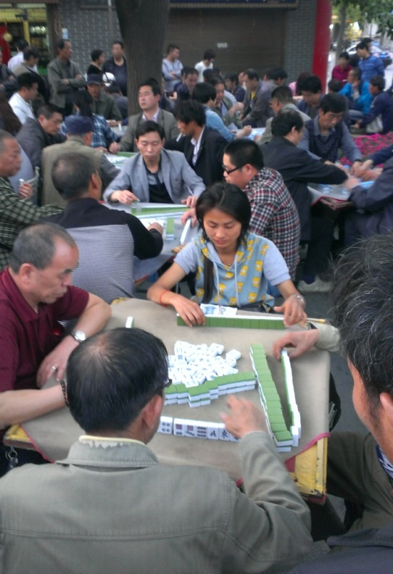 Mahjong games are played on the street all day